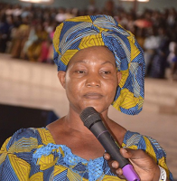 Video/Photos: Stepahnie Otobo's mother goes on her knees to beg Apostle Suleman for forgiveness