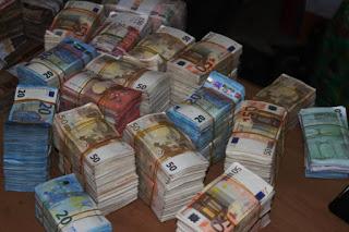 Photos: EFCC found another N250m cash in Lagos Balogun market
