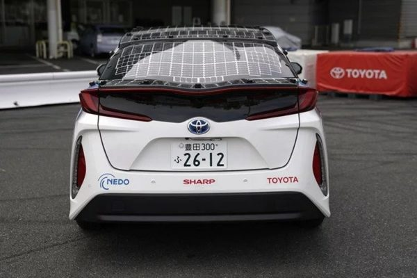 toyota prius with solar energy