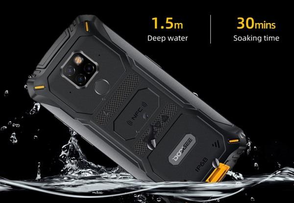 Doogee S68 Pro in water