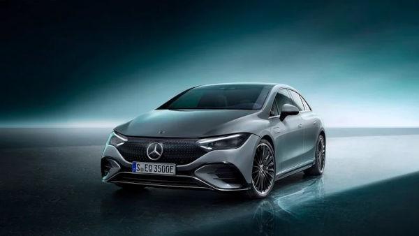 Mercedes Benz unveils the 2022 EQE electric sedan 1