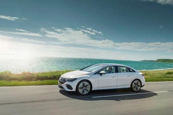 Mercedes Benz unveils the 2022 EQE electric sedan 4
