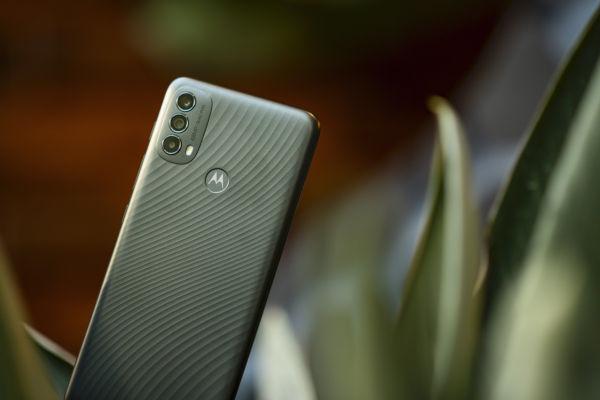 Motorola Moto E40 in Carbon Gray