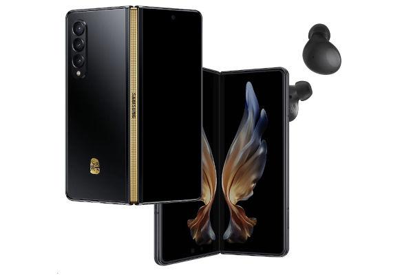 Samsung W22 5G with galaxy buds